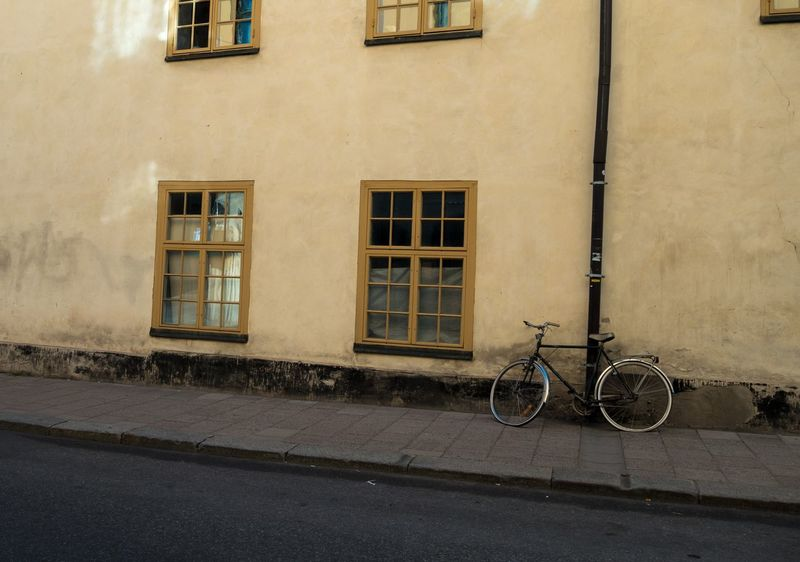 Tired old bike, resting against tired old house :) Stockholm Stockholm Streetphotography Architecture Bicycle Bike Building Exterior City Mode Of Transport No People Old Bike Old House Rx100mk2 Stationary Street Photography Streetart Window Abandoned