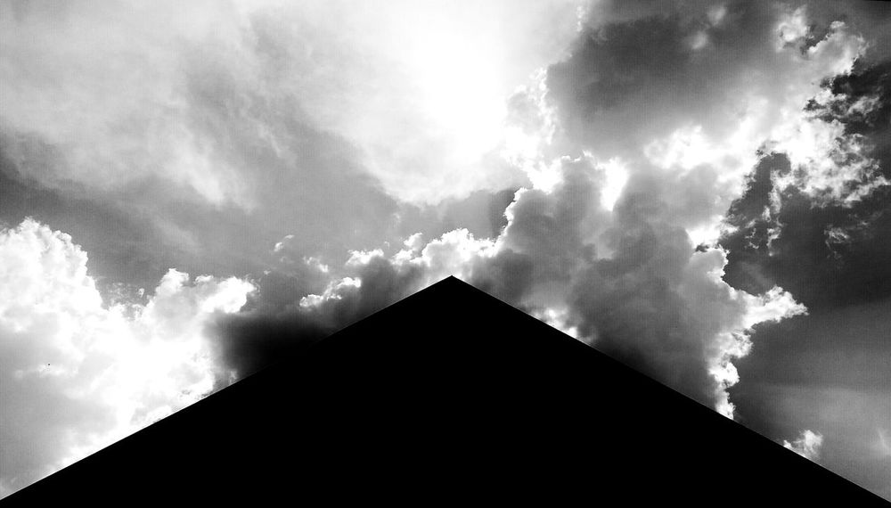 Rofftop House Sky And Clouds Sky EyeEm Taking Photos Personal Perspective Eyeem Photography Eyeemphotography Soul Fine Art Fineart Fine Art Photography Check This Out EyeEm Gallery Eyeem Photo Searching Shooting Photos From My Point Of View Black & White Black And White