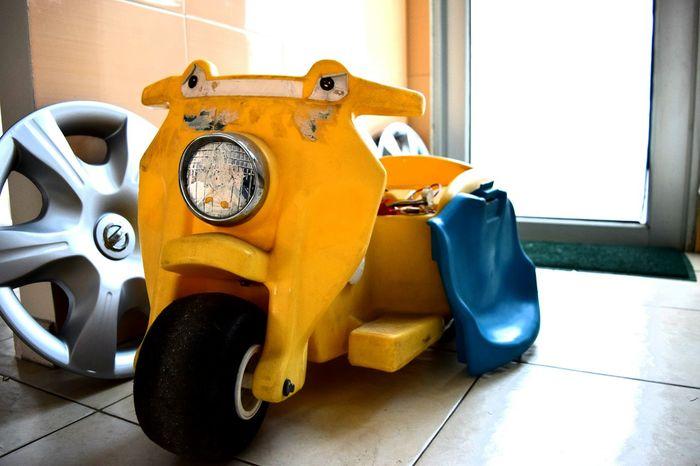 lo mejor de mi niñez 🚲 Chilhood Niñez Juguete Toy EyeEm Selects Indoors  Home Interior No People Yellow Day