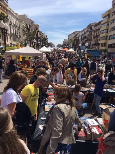 Day Sant Jordi 🐉 BBeautiful Day beautiful party traditional in Catalunya,Spain. A book a rose 🌹