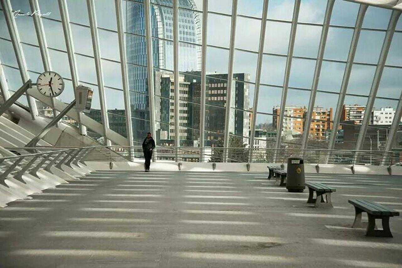 VIEW OF MODERN BUILDINGS IN CITY