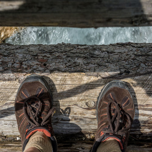 Floortrait on a wooden bridge Blick Nach Unten Canvas Shoe Close-up Day Floortrait Footwear Holzsteg Human Foot Leisure Activity Lifestyles Look Down Low Section Outdoors Part Of Person Personal Perspective Shoe Standing Standpunkt Unrecognizable Person Wood - Material