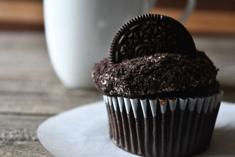 Chocolate Meal Oreo Cupcakes   Close Up Close-up Coffee Break Coffee Cup Cupcake Day Delicious Focus On Foreground Food Food And Drink Freshness Indoors  No People Ready-to-eat Table