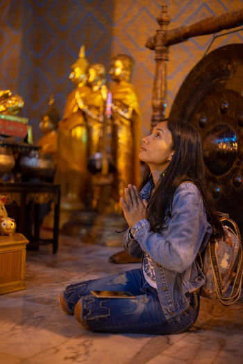 Worship Buddha