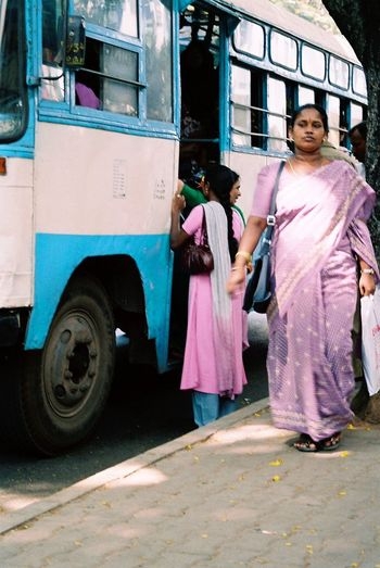 Analogue Photography Bangalore Bus India Day Faces Of India Minolta Dynax 505si Mode Of Transport Outdoors People Of India Sari Through India 2008