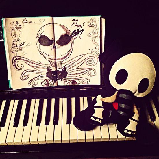 Halloween Art скетчбук Вот такой Halloween town у меня вышел. Тим Бертон форева ❤️??И мой любимый Костет. Мы с ним спим. У нас любовь