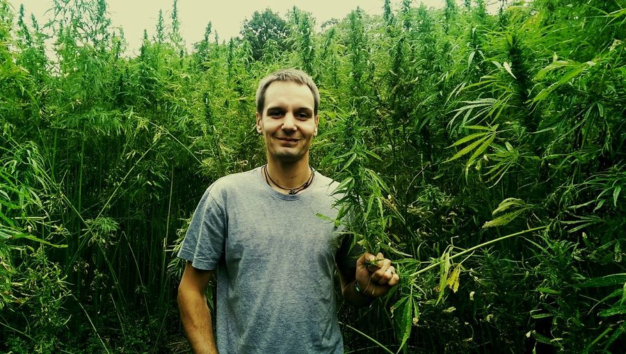 Dr. Greenthump -- Labyrinth im Hanffeld Hemp Hempfield Weed Smiling Portrait Tree Looking At Camera Standing Front View Happiness Green Color Green Growing Countryside Plant Life