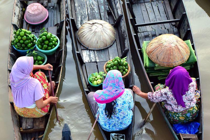 Tri Angel Human Activity Humaninterest Banjarmasin Lokbaintan Floating Market Pasar Terapung Lokbaintan Kab Banjar KALSEL