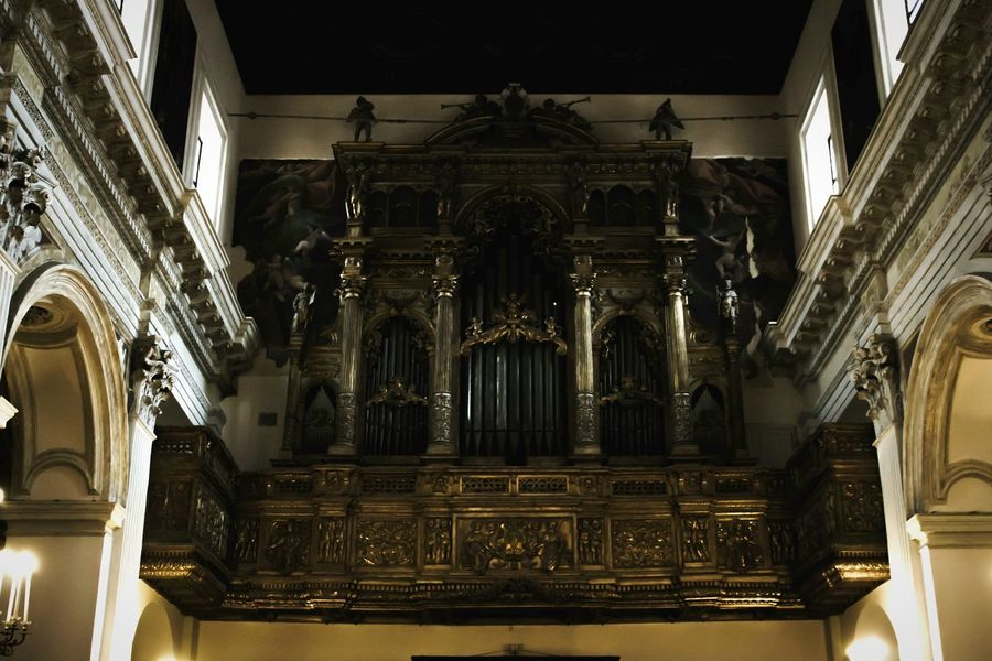 Pipe Organ Music Musical Instrument Arts Culture And Entertainment History Indoors  Architecture No People Travel Destinations Spirituality Place Of Worship Baroque Style Music Style  Day Naples Spirituality Vasari Vasari Corridor Chapel Church Place Of Worship Taking Photos Architectural Column EyeEm Best Shots Relaxing EyeEmNewHere