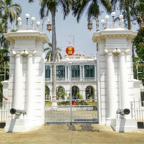 Raj Niwas-The official residenceof theLieutenant Governor of Puducherry