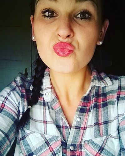 Ich 😃. 👌👏👊👑👍😘❤🔝 Selfie😎 Christina  Crazy 😏Goodday Zuhause 💕 One Person Selfieportrait Roter Lippenstift <3  Red Lips 💋💋 Duckface 😂 ♡🌼 Germany Niedersachsen 🌸good Day Portrait 😂😂✌✌ A New Beginning This Is Natural Beauty