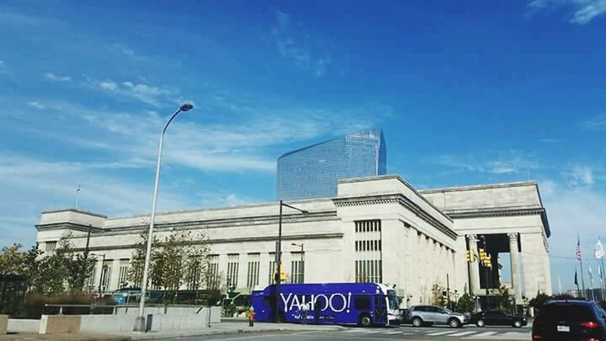 Yɛstɛʀɖaʏ աɦɨʟɛ ɨռ Philadelphia the Bus with the Yahoo Logo 😁 Taking Photos Myview In The Distance Driving Around Photos Architecture Buildings