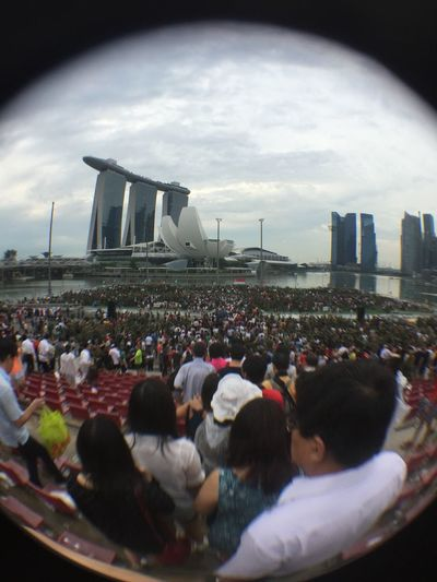 Pop Army Soldiers Singapore Mbs Water March Rain