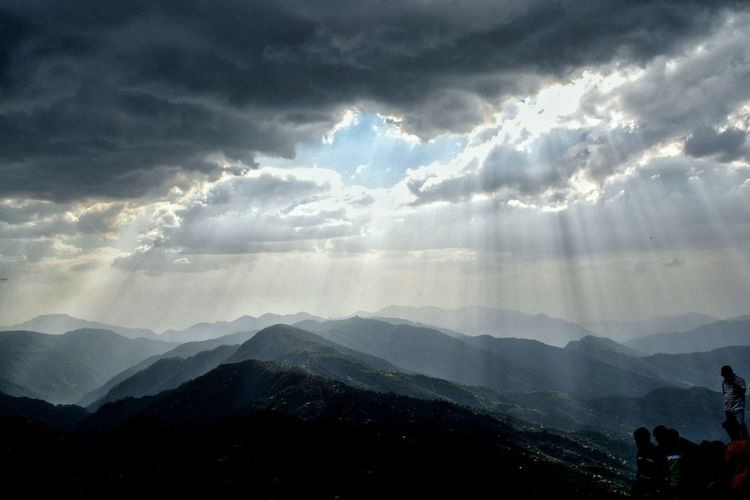 Sunrays falling from clouds .. Sunrays_penetrating_clouds Sunrays Through The Clouds Mountainscape Cloudscape Sunrayspeekingthroughtheclouds Sunrays Through Clouds Evening Divine Light  Divine Beauty Landscape_photography Mountain Photography Themes Adventure Fog Sunset Dramatic Sky Sky Landscape Cloud - Sky Mountain Range Majestic Rays My Best Photo