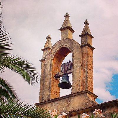 Eine kleine Kirche in einer der Seitenstraßen von Sineu auf Mallorca aus meinem Reise Blog