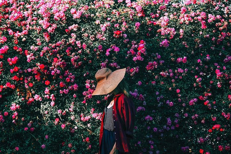 Glimpse of you One Person Real People Hat Clothing Day Lifestyles Plant Women Multi Colored Red Flower Pattern The Fashion Photographer - 2018 EyeEm Awards The Portraitist - 2018 EyeEm Awards