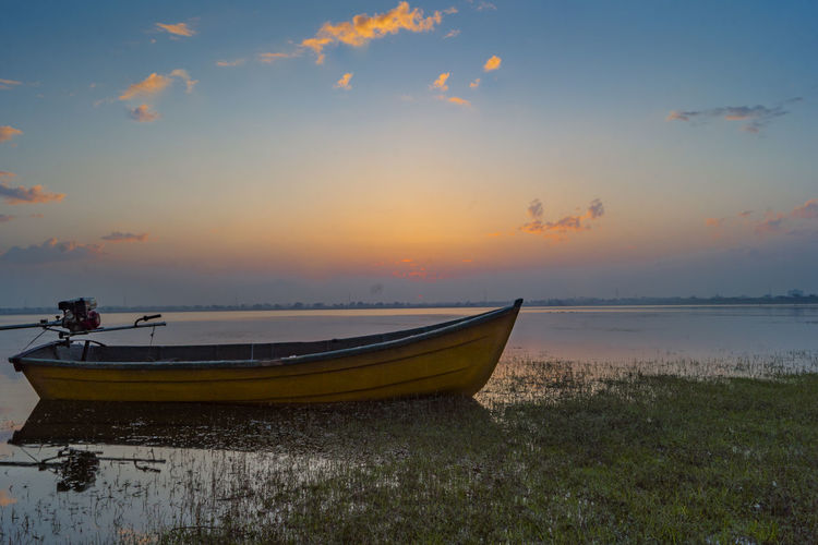 Good morning😊, happy new week😊✌️✌️ | 1/6 sec | f/22 | ISO 100 | 18 mm | post process : adobe camera raw | Nautical Vessel Water Horizon Over Water Tranquility Naturelovers Malephotographerofthemonth Purnendu Clicks India Sony A68 Sunrise Silhouette Sunrise Lovers Sunrise_Collection EyeEmNewHere