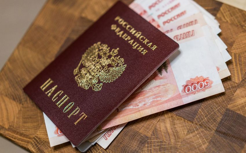 200 рублей 2000 рублей Passport Travel Bills Close-up Day High Angle View Indoors  No People Passport Rouble Rubles Russian Currency Russian Passport Text Vacation Visa паспорт российский паспорт