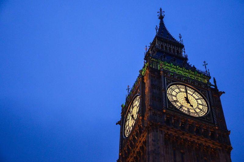London Big Ben Elizabethtower Clock Bell Westminster Travel Photography United Kingdom Lovelyplace Sightseeing Travel Destinations Clock Tower Evening Adventure Westminster Abbey EyeEmNewHere