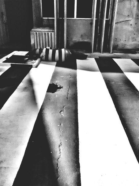 Fotografia De Rua Urbanphotography Blackandwhite Photography Black And White Photography Black & White Preto & Branco Pretoebranco Black&white Streetphotography Blackandwhite Streetphoto_bw PhonePhotography