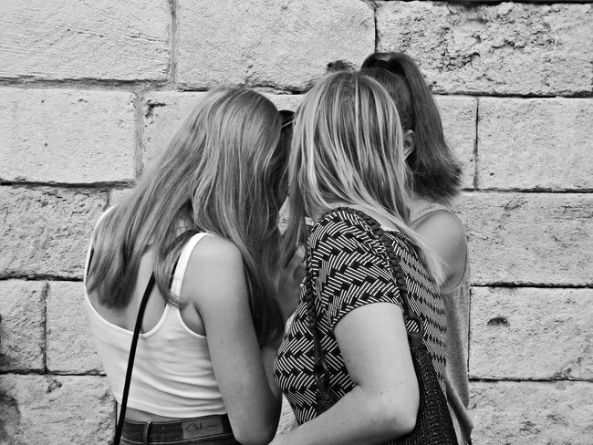 Girls Friendship Togetherness People Girl Power Girlfriend Girl Talking Show Showing Watching Friend Friends ❤ Friends Blackandwhite Black And White Black & White Blackandwhite Photography Black And White Photography Black&white Blackandwhitephotography Black And White Collection  Talking Pictures Speaking Life