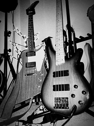 Hanging Out Taking Photos Enjoying Life Check This Out Blackandwhite Photography Coco's Guitar Epiphone Ibanez Hisandhers Black & White Guitarworld THESE Are My Friends Trustnoone Houseofguitars