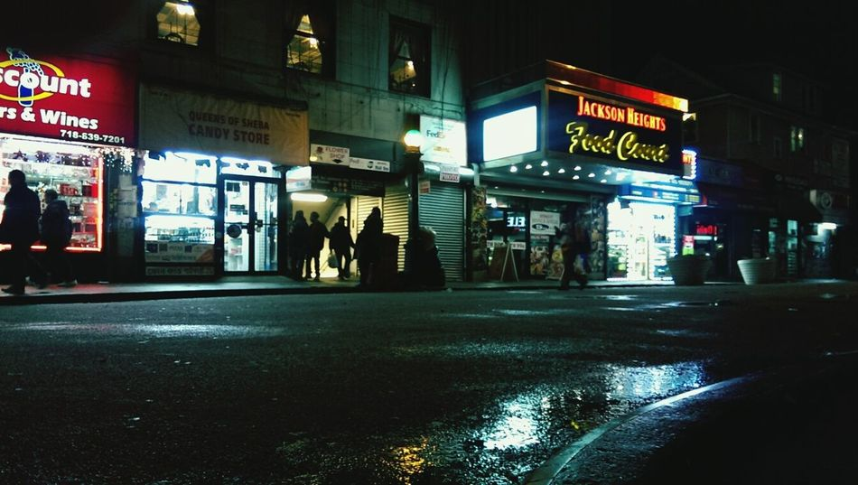 Looks like somewhere outside of New York City but it is located on the heart of Queens. Jackson Heights Walking Around Streetphotography