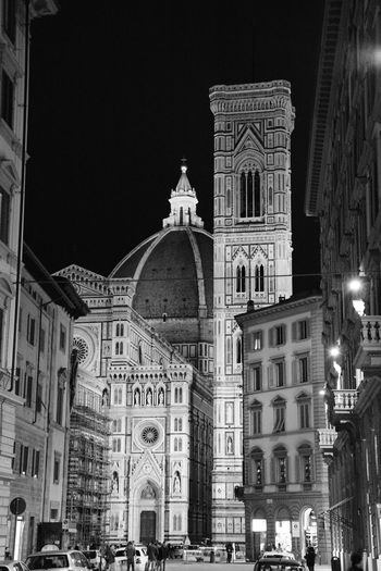 Cattedrale S. Maria del Fiore - Firenze b&w Nikon Architecture Cattedrale Di Santa Maria Del Fiore Cattedral Duomo Di Firenze Firenzebynight Firenzemadeintuscany Ti Racconto Firenze Monochrome Night B&w Photography NikonD5200 Eyeemphotography NikonLife The White Collection Black And WhiteBlack And White Collection  Nikonphotographer D5200 Black And White After Dark Cattedraledisantamariadelfiore CA Cities At Night Traveling Home For The Holidays The Architect - 2017 EyeEm Awards The Street Photographer - 2017 EyeEm Awards EyeEmNewHere Done That. The Graphic City