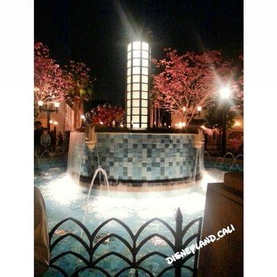 Fountain in California Adventures. . Disneycalifornia Disney Disneylandresort Disneyland_cali disneycalifornia californiaadventures Disneyland fountain mainstreet buenavestastreet disney pretty water