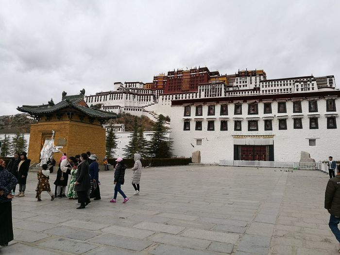 potala palace , Tibetan province , China . my sister took this picture. Magnificent China The Purist (no Edit, No Filter) Simple Quiet Love Taking Photos Mobilephotography ASIA East Chinese China China In My Eyes Asian Culture Ancient EyeEm Selects Check This Out Photography Beautiful Simple People Tibet Lifestyles Cultures Palace Buddhism Buddhist Spirituality Hometown Enjoying Life Architecture Place Travel Destinations