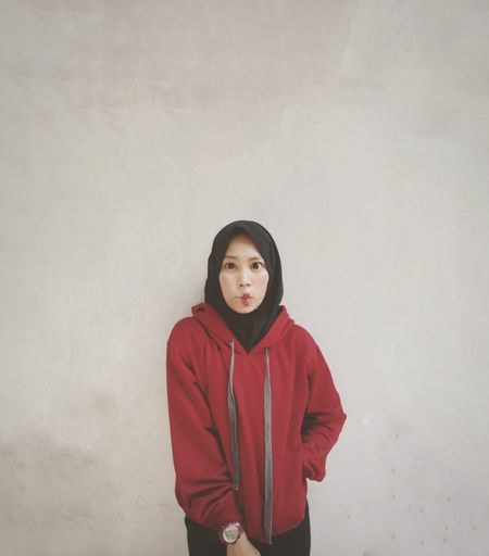 Portrait Winter Looking At Camera Young Women Hooded Shirt Standing Cold Temperature Hood - Clothing Hands In Pockets