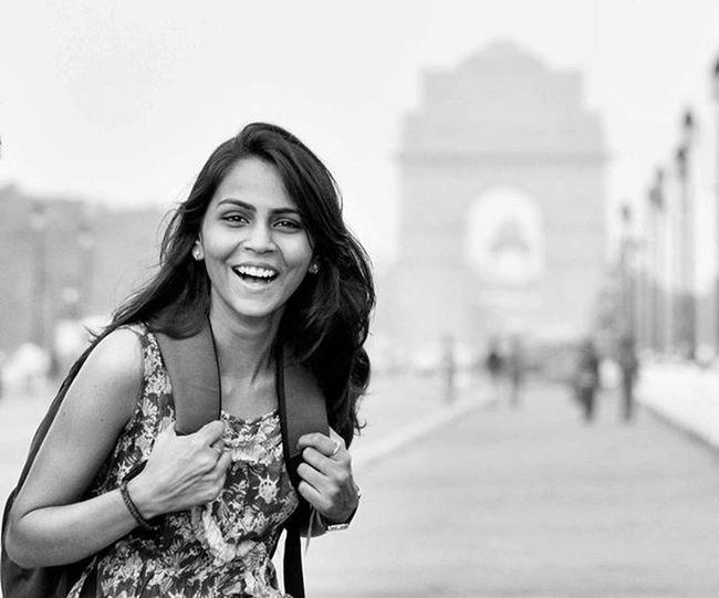Beautifulgirl Beautifulbackground Indiagate _soi Soiwalks Streetofindia Street Smile Happiness Random Lightroom Nikon Snapseed Roadside Indianmonuments Makepotraits Folkpotrait