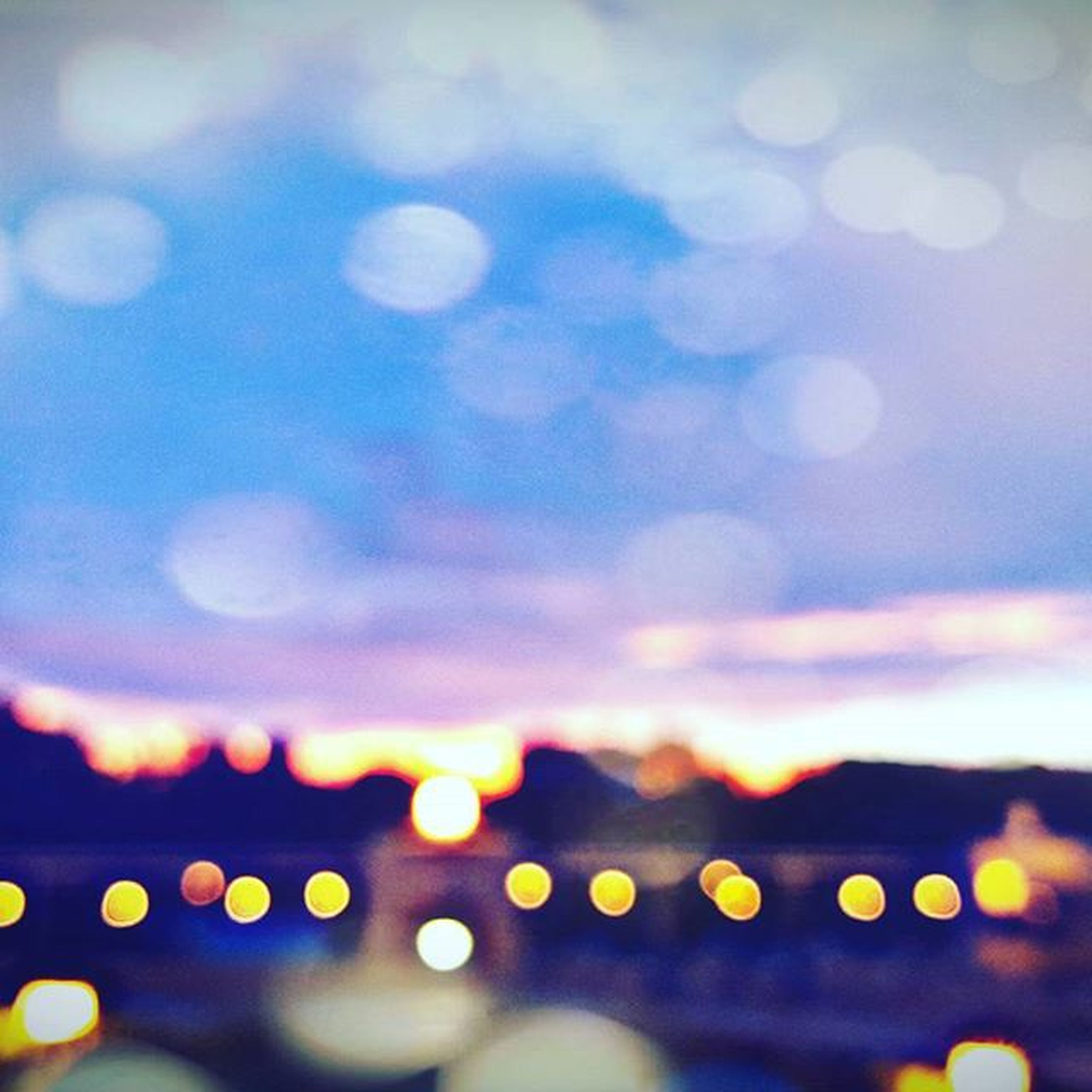 lens flare, defocused, sky, sunset, sun, illuminated, focus on foreground, cloud - sky, beauty in nature, nature, selective focus, no people, outdoors, sunlight, close-up, dusk, scenics, backgrounds, tranquility, light - natural phenomenon
