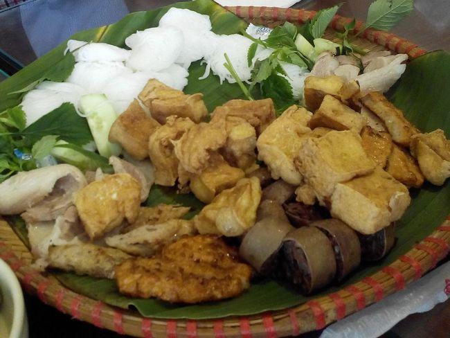 Búnđậumắmtôm Lunch Time! College Enjoying A Meal Vietnamese Food StreetFoods