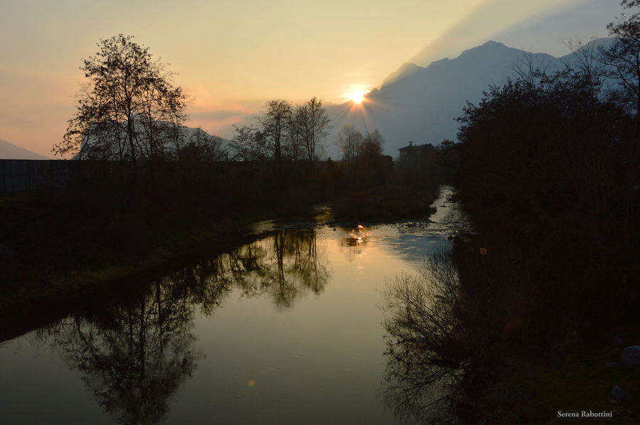 Al tramonto Sunset Nature Sky Sun Water Tree Calm Beauty In Nature Reflection Mountain Italy Italianplace Landscape Photography River EyeEm Best Shots EyeEm Gallery Eyeemphotography
