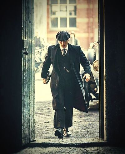 Peaky blinders-Thomas Shelby Gengster Peakyblinders Peaky Blinders Vintage Old-fashioned Film Film Photography City Men Police Force Beautiful People Businessman