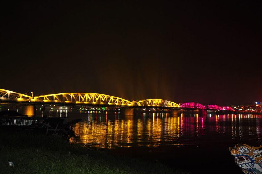 สะพานเจ็ดสี - เว้ เวียดนาม (Truongtien bridge - Hue,VN) Hue Vietnam Truong Tien Bridge Truong Tien Bridge, Architecture Built Structure Illuminated Nature Night Truong Gia Binh