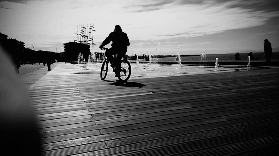 Ombrela Bicycle Noon Sea Sillouette Walk This Way Fountain Respect For The Good Taste Keep It Blurry Finding New Frontiers Traveling Home For The Holidays Adapted To The City Uniqueness Miles Away The City Light The Architect - 2017 EyeEm Awards The Street Photographer - 2017 EyeEm Awards Break The Mold
