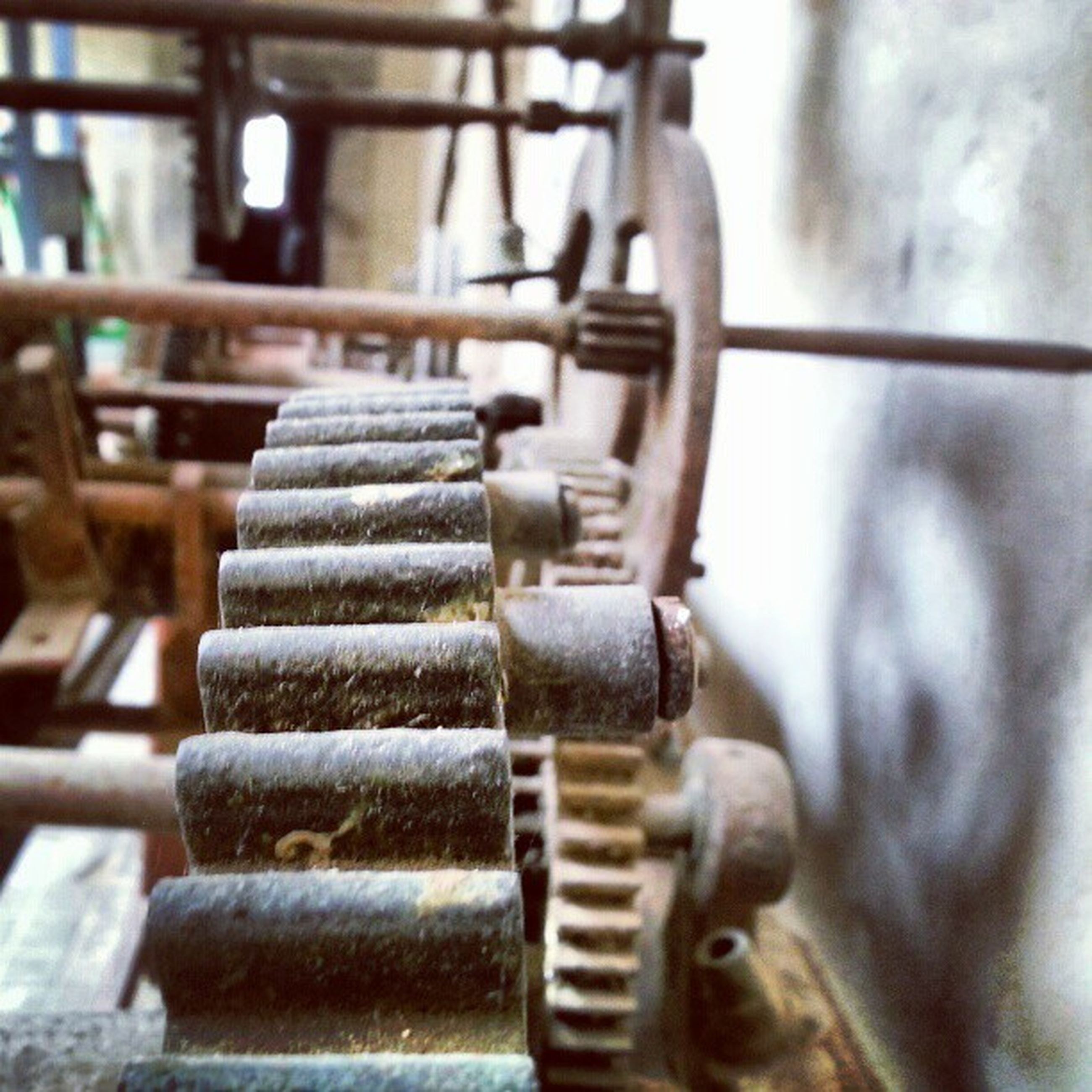 focus on foreground, metal, close-up, indoors, selective focus, metallic, musical instrument, music, old, rusty, machinery, old-fashioned, equipment, machine part, in a row, still life, part of, industry, no people, wood - material