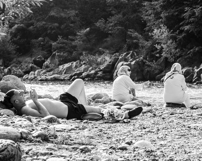 The contrast between the West and the East, between freedom and prohibition EyeEm Best Shots EyeEm Selects EyeEm Gallery EyeEmNewHere Freedom The Photojournalist - 2018 EyeEm Awards Adult Black And White Burka  Casual Clothing Contrast Couple - Relationship Day Eye4photography  Group Of People Leisure Activity Lifestyles Lying Down Outdoors People Prohibition Sign Real People Togetherness Water Women
