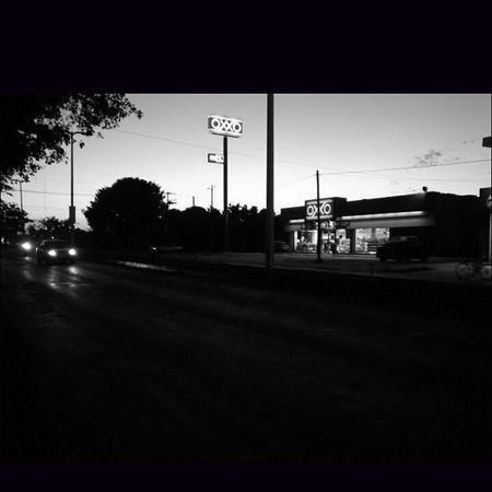 Blanco y Negro Avenida Oxxo Photo Galeria Foto Picture Fotografia Like follow ChetumalQroo
