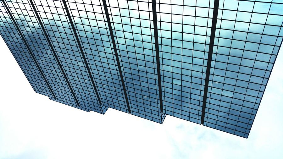 TakeoverContrast Looking Upside Down Upside Down Upside Down Photography Architecture Looking Up Glass Building Glass Reflection Reflection Of Sky Glass Reflections Of Nature Glass Reflections The Architect - 2016 EyeEm Awards The Architect – 2016 EyeEm Awards Week On Eyeem