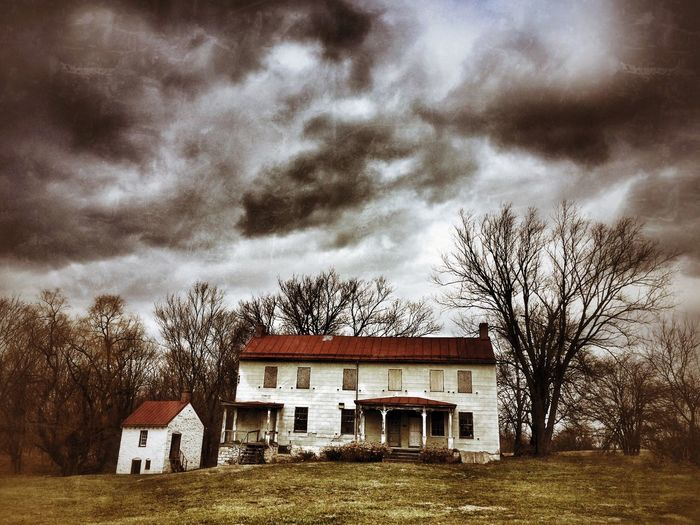 Almost certainly haunted Stormy Sky Maryland Abandoned Abandoned Places Abandoned House Abandoned & Derelict Haunted House Abandoned Mansion Architecture Building Exterior Built Structure Sky Cloud - Sky Building Plant EyeEmNewHere