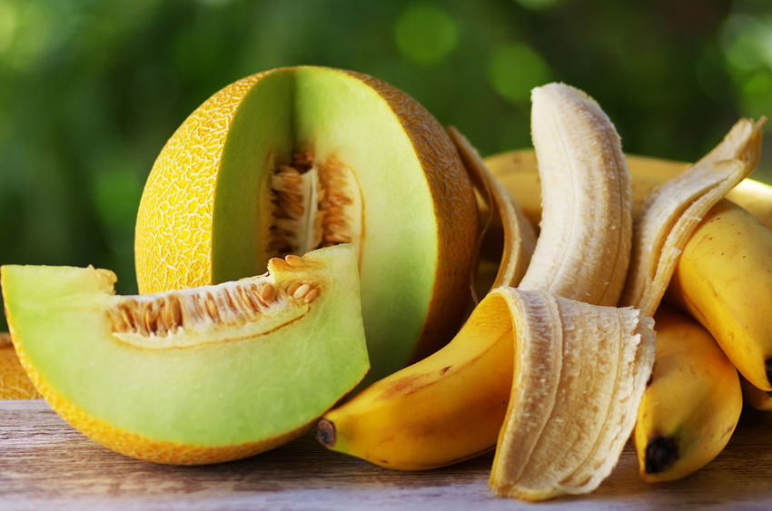sliced melon and ripe bananas Banana Close-up Food Food And Drink Fruit Green Color Healthy Eating Melon Peel Ripe Ripe Bananas SLICE Sliced Melon Table