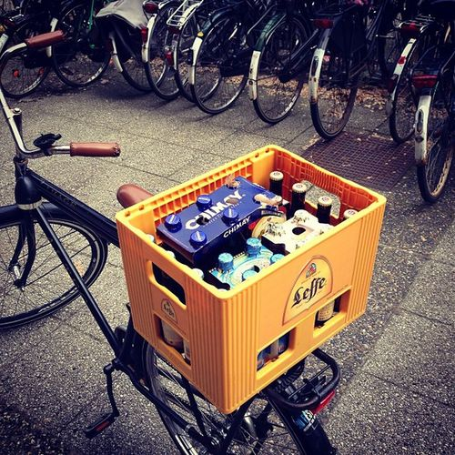 International and sustainable Belgian beer delivery system. Brussels (BE) - Delft (NL) with 4x Pauwel Kwak, Westmalle Tripel, Tripel Karmeliet, Chimay Bleue, Delirium Tremens and Rochefort 8
