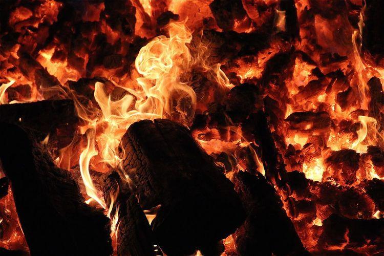 Fire Feuer Glut Fireplace Orange Heat AMPt_community Tadaa Community Eye4photography  EyeEm Best Shots Open Edit