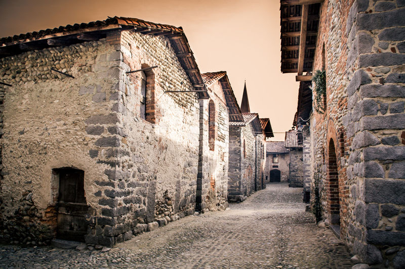 Viaggio nei tempi | Candelo Ancient Architecture Biella Candelo History Houses Medieval Medieval Architecture Medievale MedievalTown Old Old Houses Old Stone Houses Outdoors Ricetto Di Candelo  Stone Wall The Past