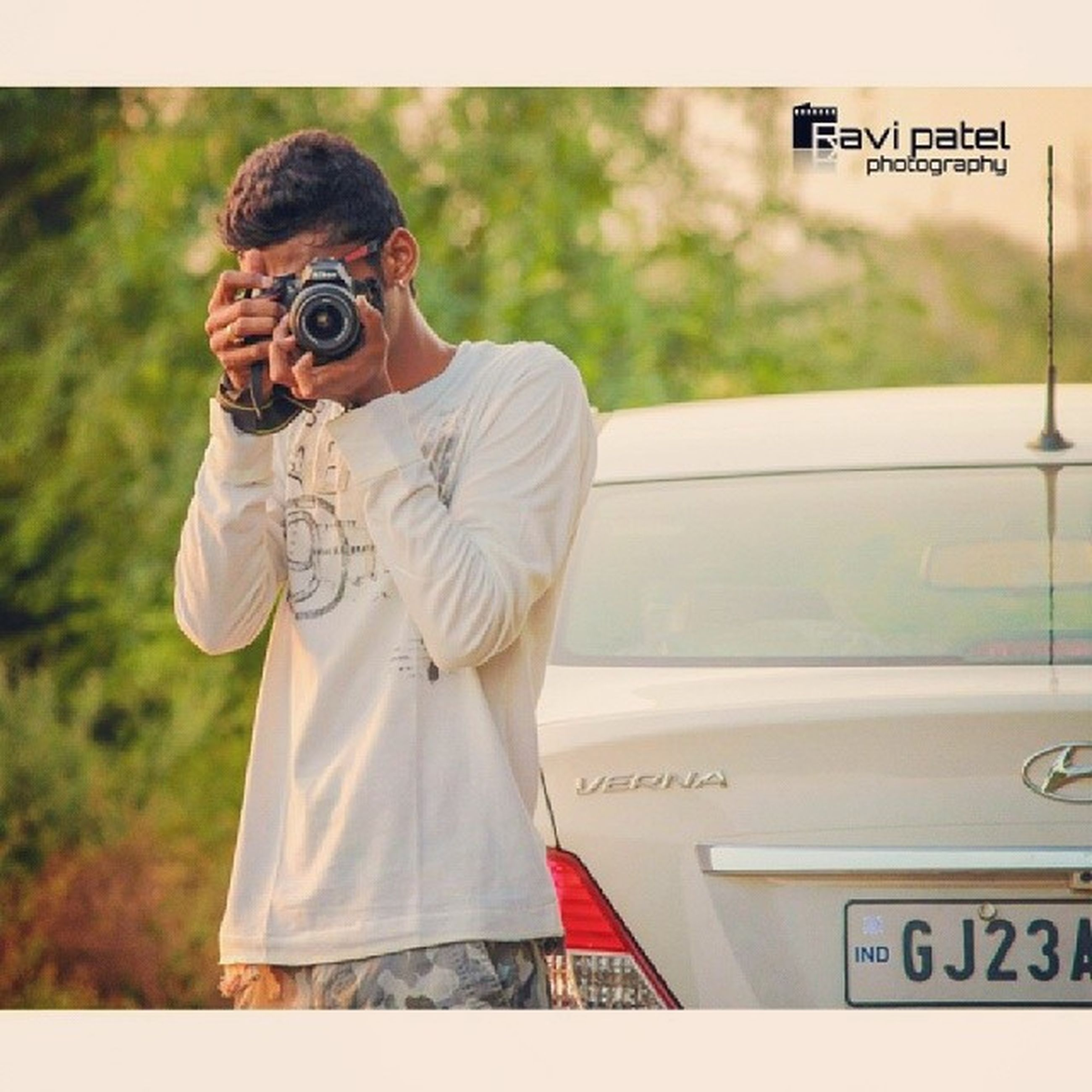 transfer print, communication, text, lifestyles, western script, casual clothing, young adult, person, auto post production filter, young men, leisure activity, front view, holding, standing, three quarter length, human representation, waist up, focus on foreground