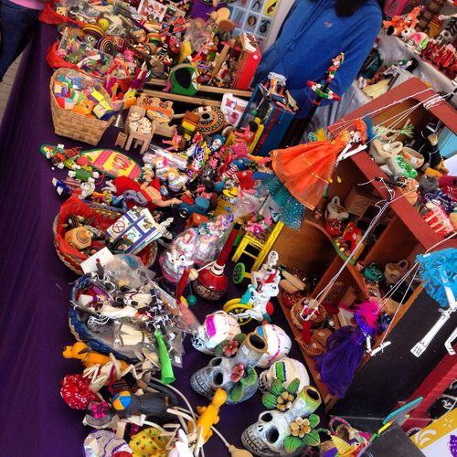 Los juguetes de los difuntos. Pasafo 2 de Noviembre, en la Ciudad de México Cdmx Coyoacán Mexico