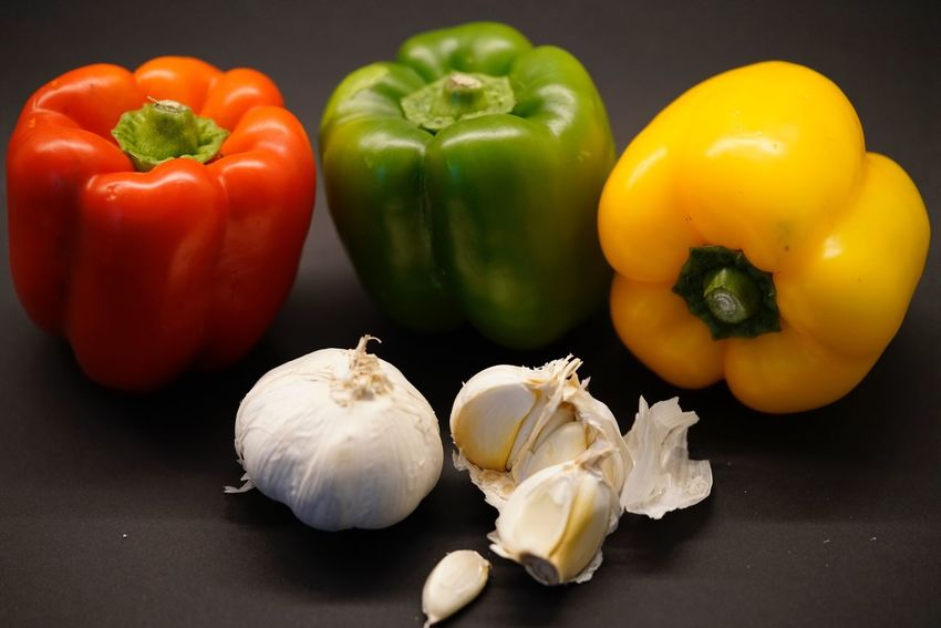 Food Vegetable Still Life Healthy Eating Food And Drink Bell Pepper Freshness Raw Food Table No People Garlic Red Bell Pepper Studio Shot Close-up Black Background Indoors  Day Gemüse
